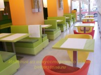 Цветные столы из искусственного камня