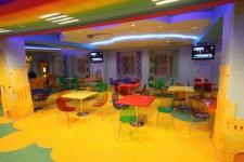Цветные столы для детских кафе
