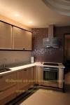 Прямоугольная кухня в коричневых оттенках