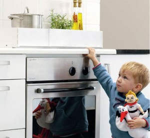 how-to-avoid-accidents-in-the-kitchen-with-children-300x275